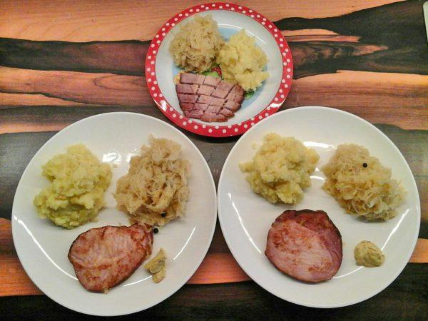 Kassler mit Kartoffelpüree und Sauerkraut