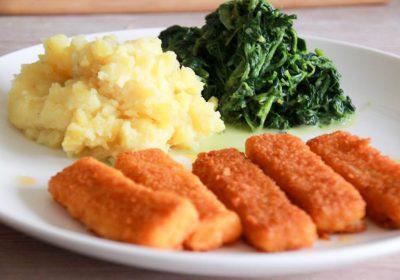 Kinderessen, Fischstäbchen mit Kartoffelpüree und Spinat
