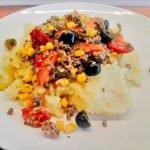 Kartoffelpüree mit Hackfleisch-Tomaten-Oliven-Gemüse
