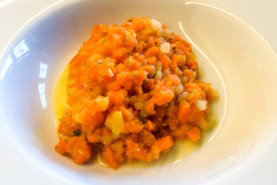 Möhreneintopf mit Möhren, Kohlrabi, Kartoffeln und Sellerie