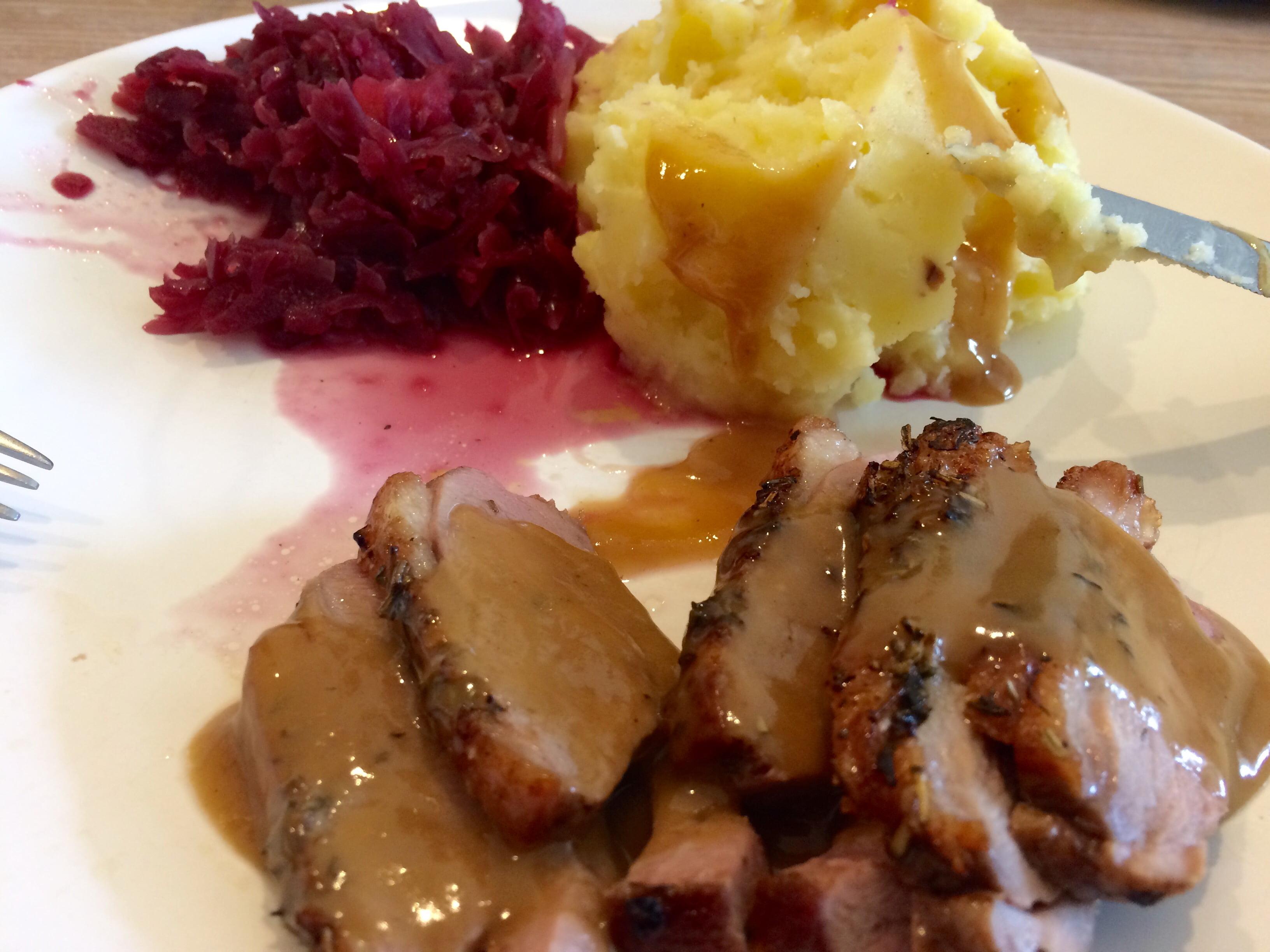 Ente mit Rotkohl und Kartoffelpüree
