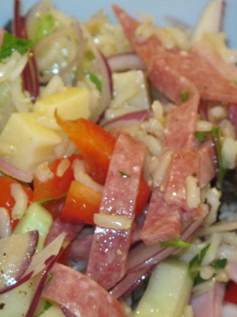 Reissalat mit Schinken und Salami