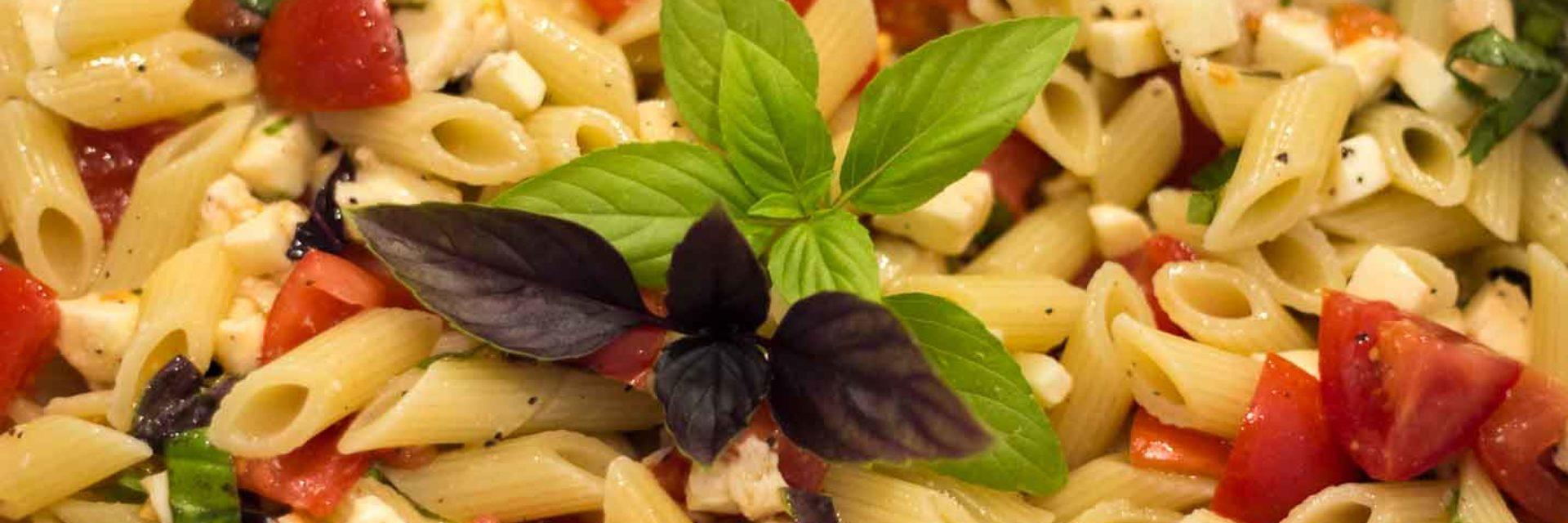 Blätterteigtaschen mit Spinat und geschmolzenen Tomaten
