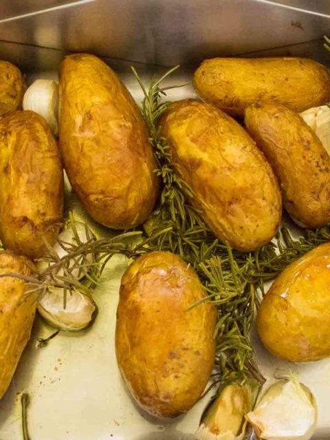 gebackene Kartoffeln mit Rosmarin und Knoblauch