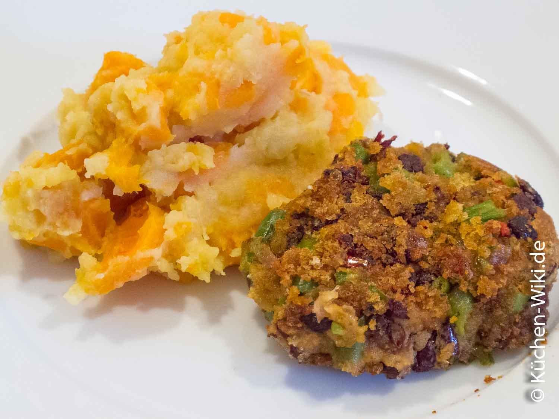 Bohnenbratling mit Kartoffel-Möhren-Stampf